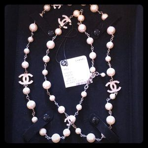 CHANEL AUTHENTIC PEARL NECKLACE!! SILVER/PEARLS.